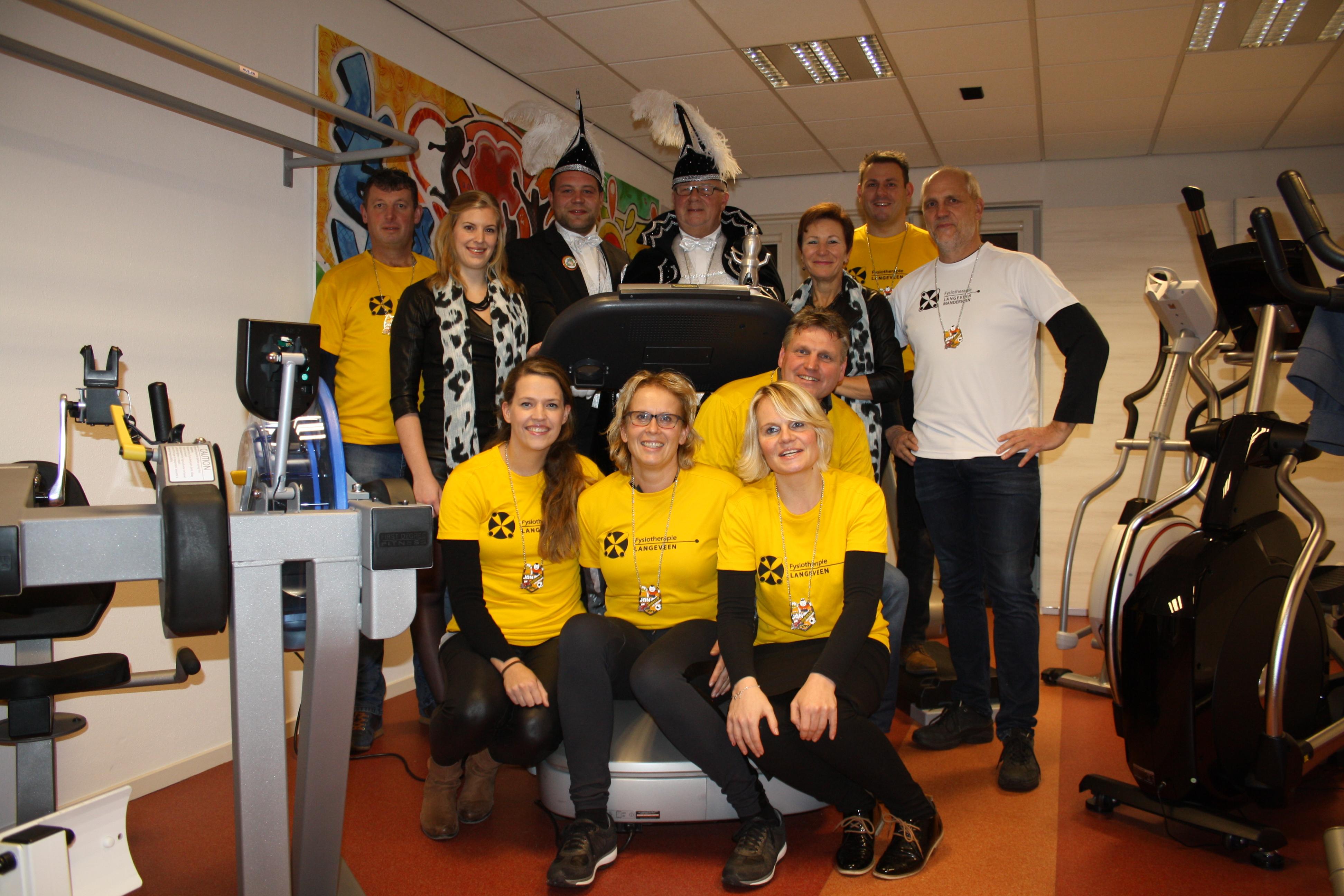 Prins, adjudant, hofdames CV de Turftrappers en commissie Turvenloop maken zich klaar voor 2e editie Turvenloop!